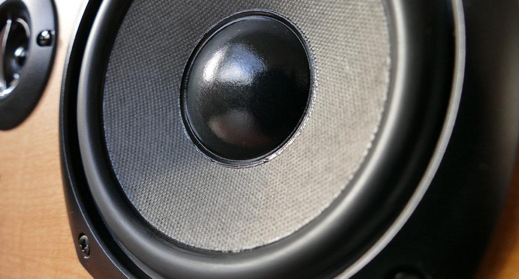 Høye, plutselige lyder kan skade hørselen din