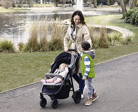 Mor-og-barn-med-nedsatt-hørsel