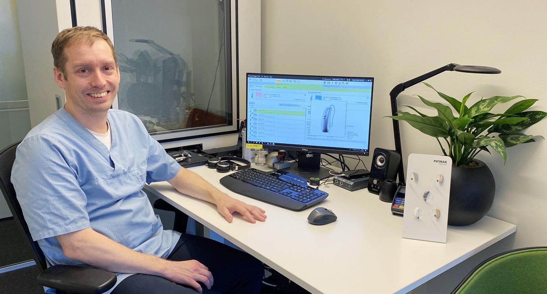 Audiograf Rolf Elnan på sitt kontor ved Phonak Klinikk
