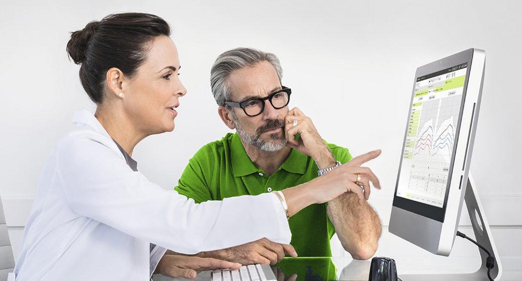 Audiograf og pasient sjekker hørsel