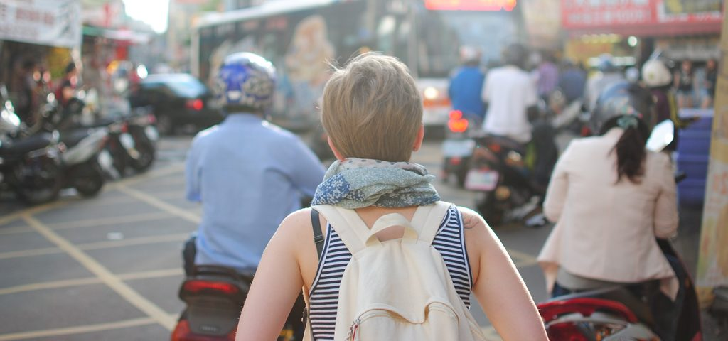 6 tips for traveling with hearing loss