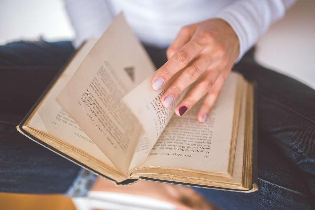 hand-vintage-old-book (1)