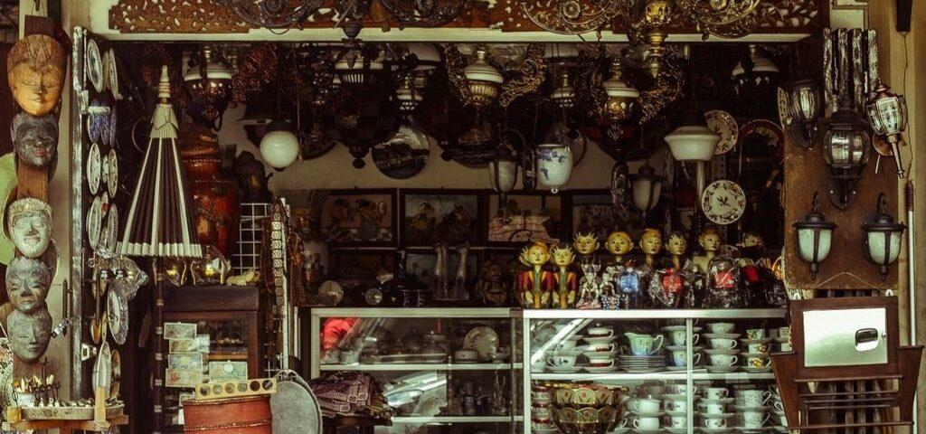 deaf antiques dealer