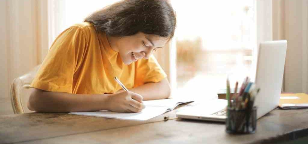 Tips for distance learning for university students with hearing loss during COVID-19
