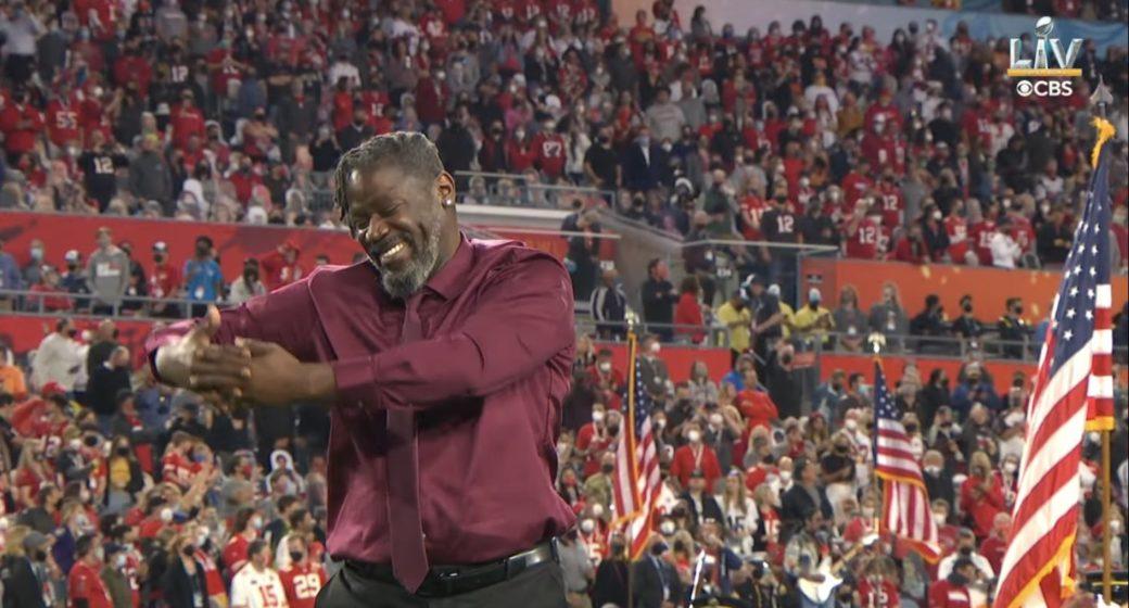 deaf rapper performs at the Super Bowl